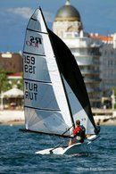RS Sailing RS 100 en navigation Image issue de la documentation commerciale © RS Sailing
