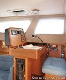 Northshore Southerly 32 interior and accommodations Picture extracted from the commercial documentation © Northshore