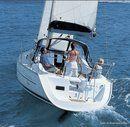 Bénéteau 323 sailing